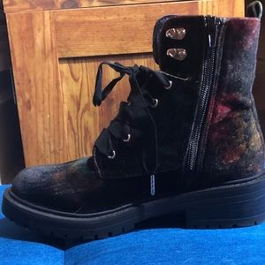 Madden Girl Alicee Combat Boots size 6 new